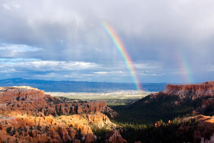 Arc-en-ciel au-dessus de Bryce Canyon Utah États-Unis