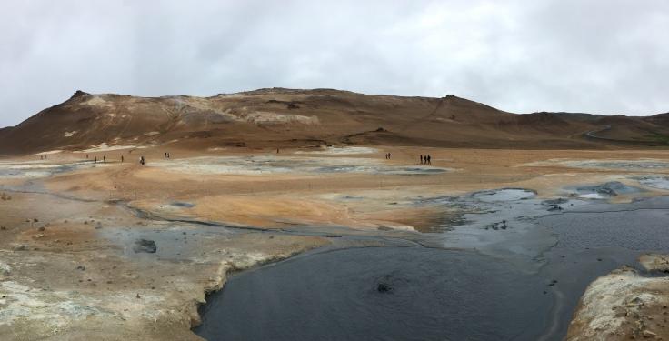 Montagnes ocre, boue, vapeur et fumeroles de Hverir
