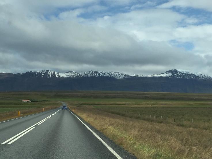 Ring Road et montagne enneigée en Islande du nord