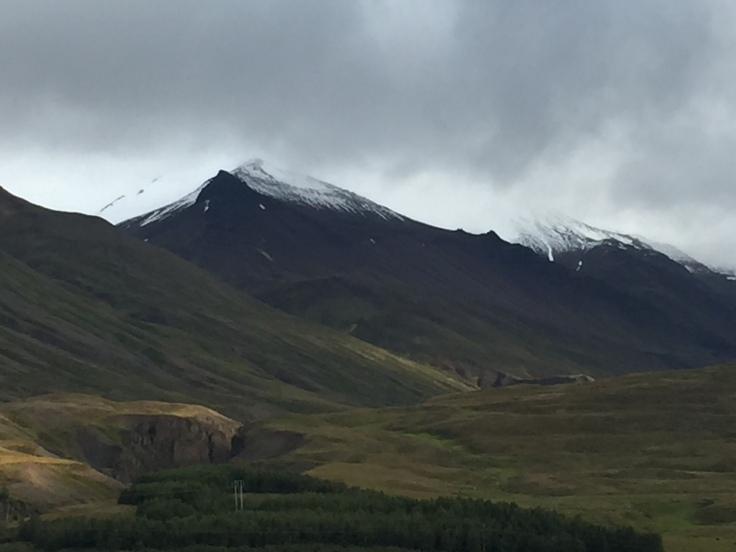 Montagnes près d'Akureyri en Islande du Nord