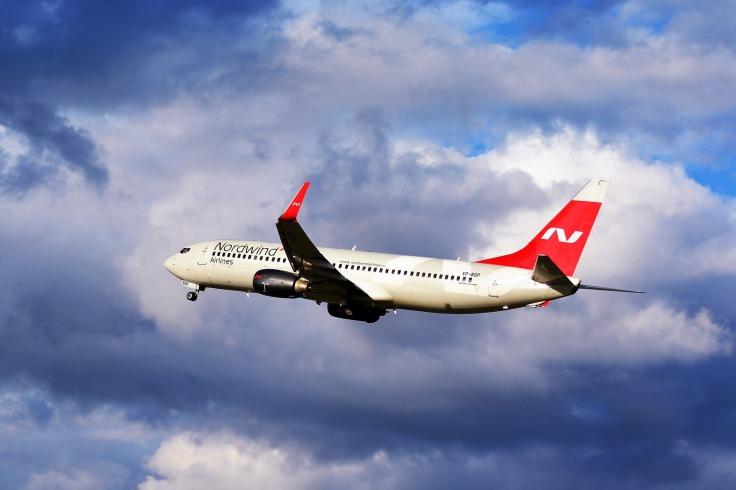 Avion de Nordwind dans le ciel nuage
