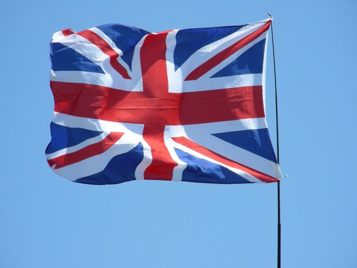 Drapeau du royaume-uni le Union Jack flottant dans le ciel