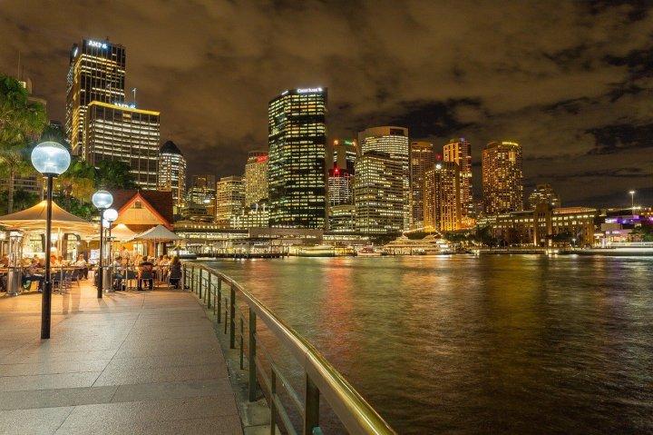 port-de-sydney-édifices-promenade-la-nuit