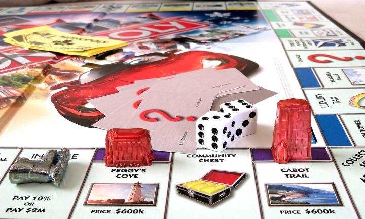 monopoly-version-canada-dés-pions-planche-de-jeu