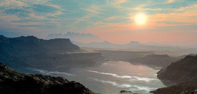 coucher-de-soleil-sur-la-mer-et-montagnes